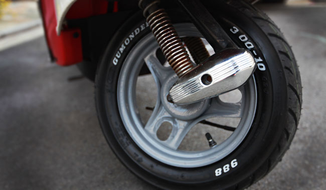 格安油性マーカーをタイヤマーカーとして使う。